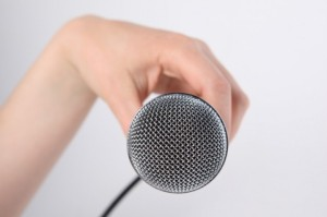singer--hands--microphone--people_3297822