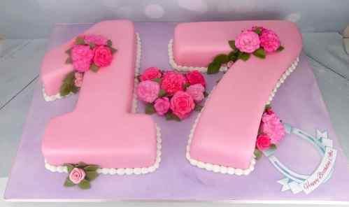horseshoe-17-shaped-birthday-cake-suffolk-essex-london